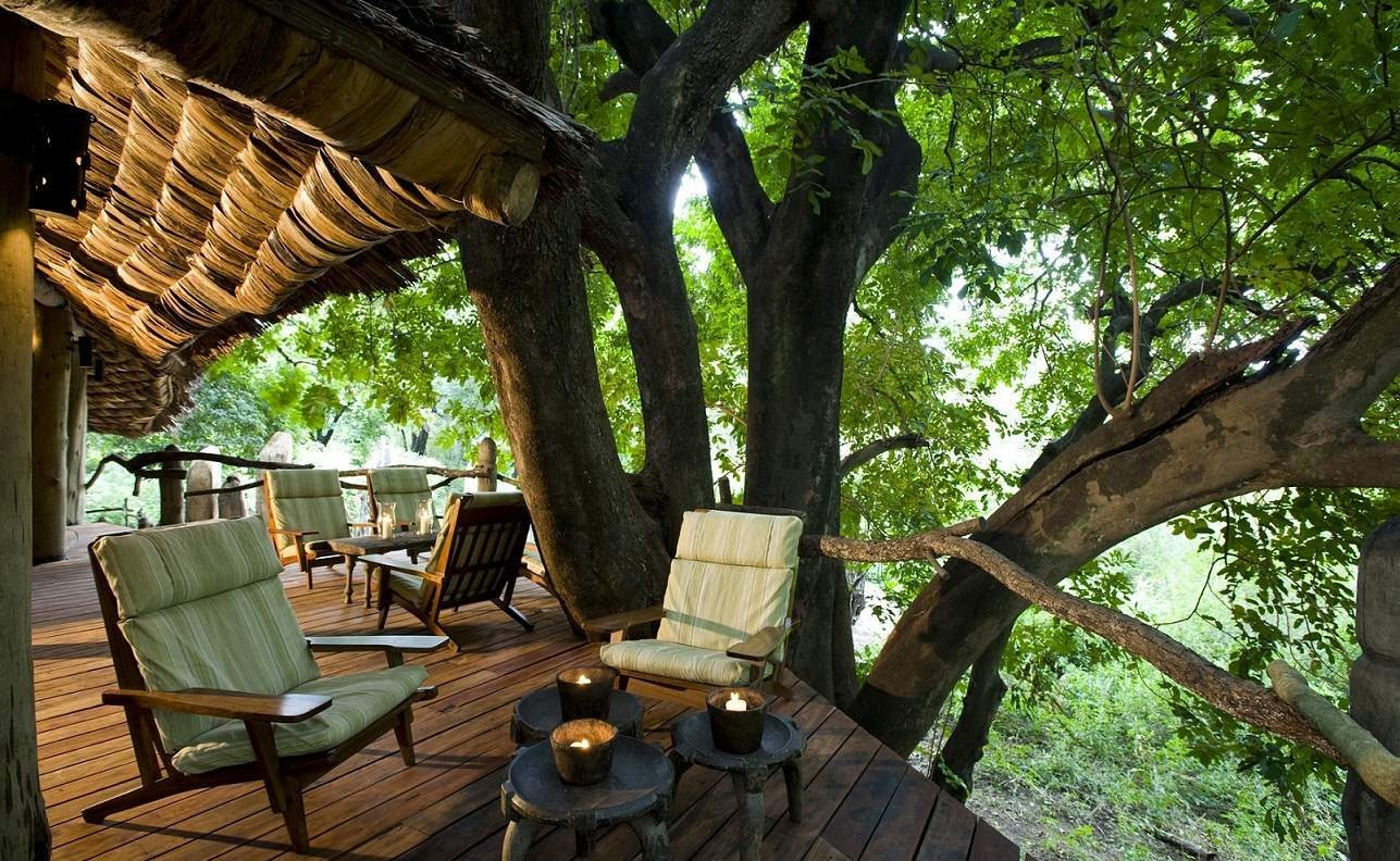 Veranda der exklusiven Safari Lodge im Lake Manyara