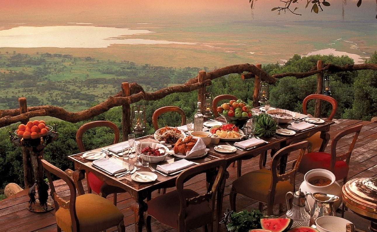 Einer der schönsten Plätze in Tanzania - die Veranda der Crater Lodge
