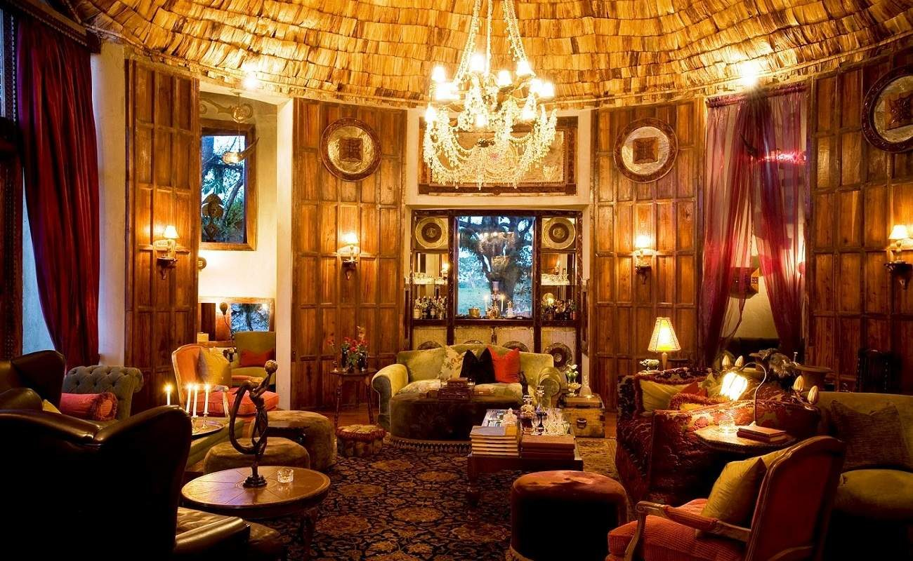 Versaille in Tansania - Lounge der Luxuslodge am Ngorongoro Krater