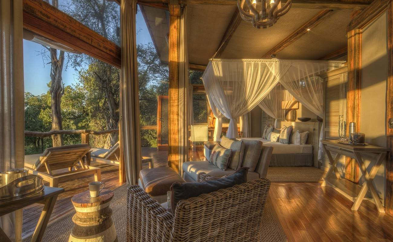 In der Suite des Luxuscamps im Okavango Delta