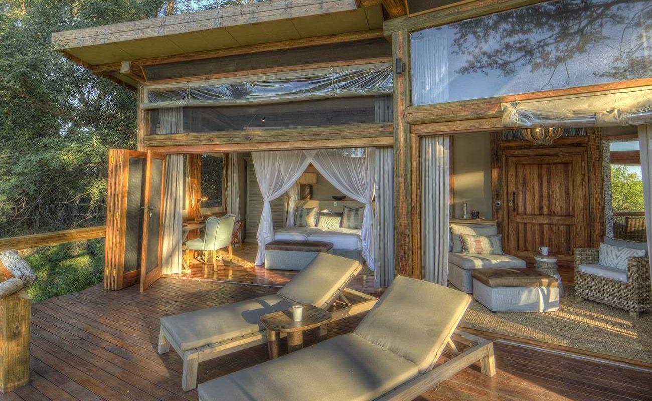 Auf der Veranda einer Suite im Camp Okavango