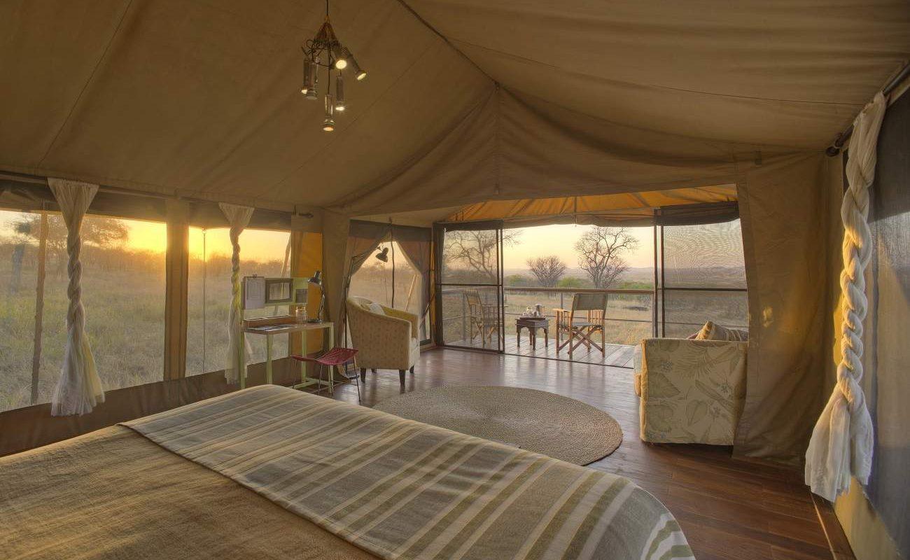 Blick auf die Veranda eines Luxuszeltes von Dunia