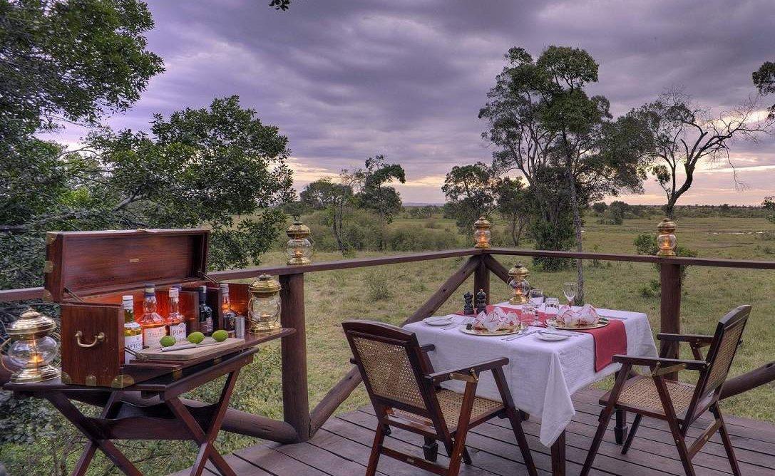 Privates Dinner auf der Veranda des Elephant Pepper Camps