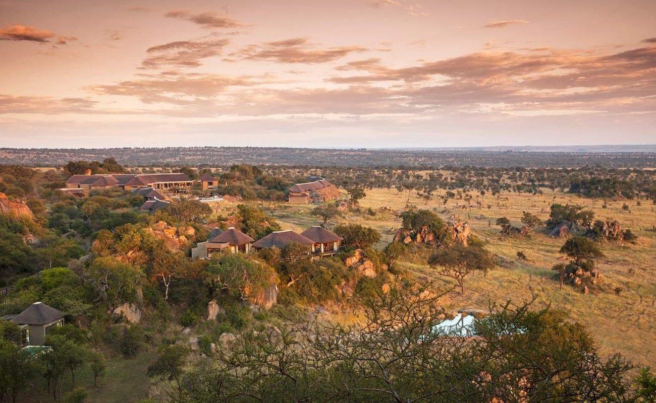 Luxussafari in Tansania in der Four Seasons Serengeti Safari Lodge mit herrlichem Blick über die Serengeti