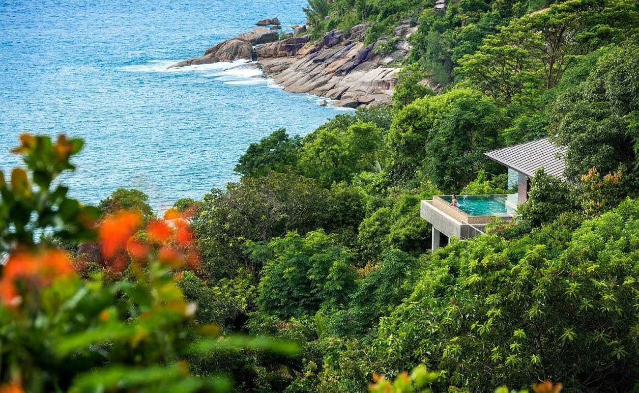 Das Luxusresort ist wunderbar in die Natur eingebettet