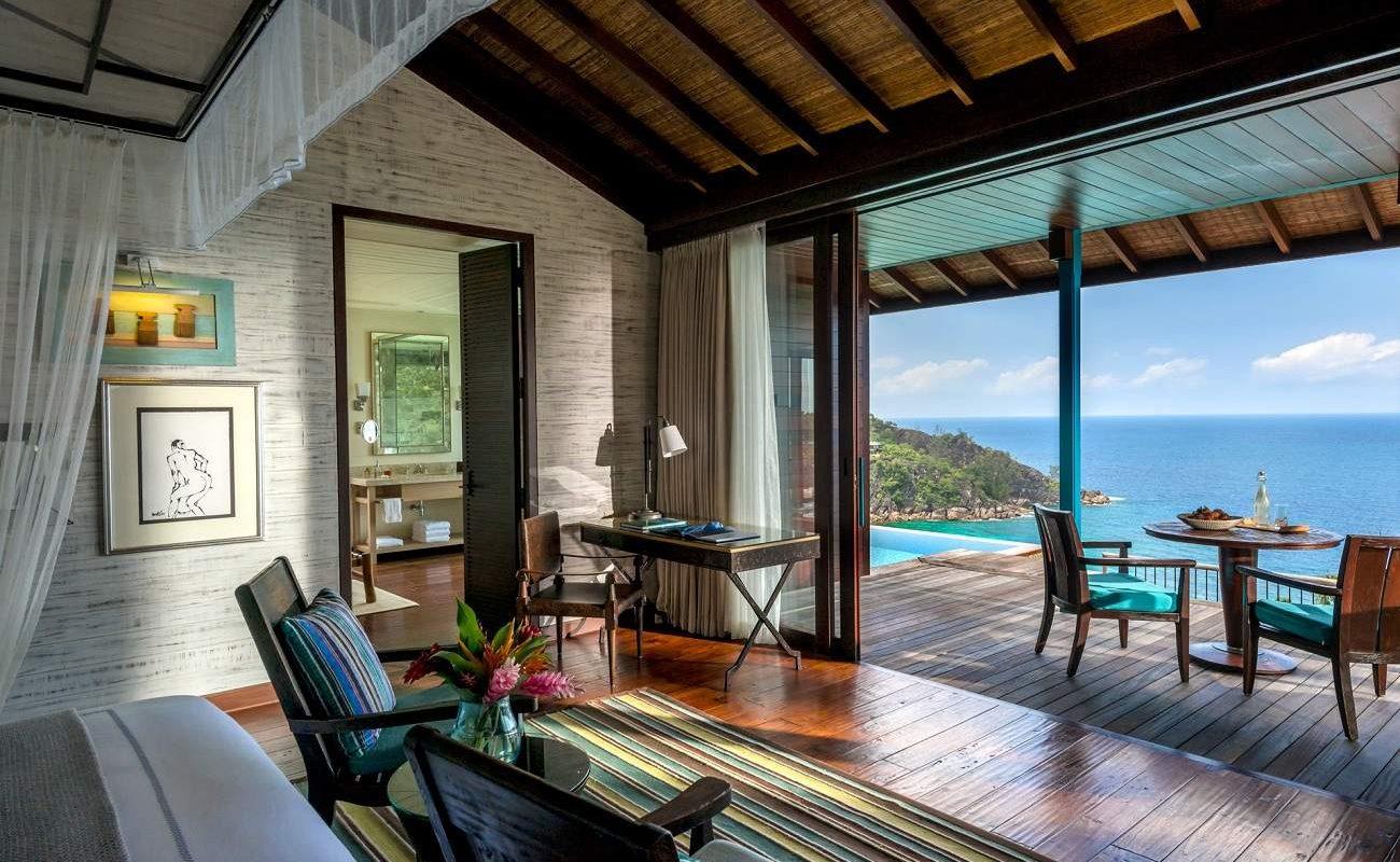 Herrliche Blicke auf den Indischen Ozean der Seychellen von einer Villa