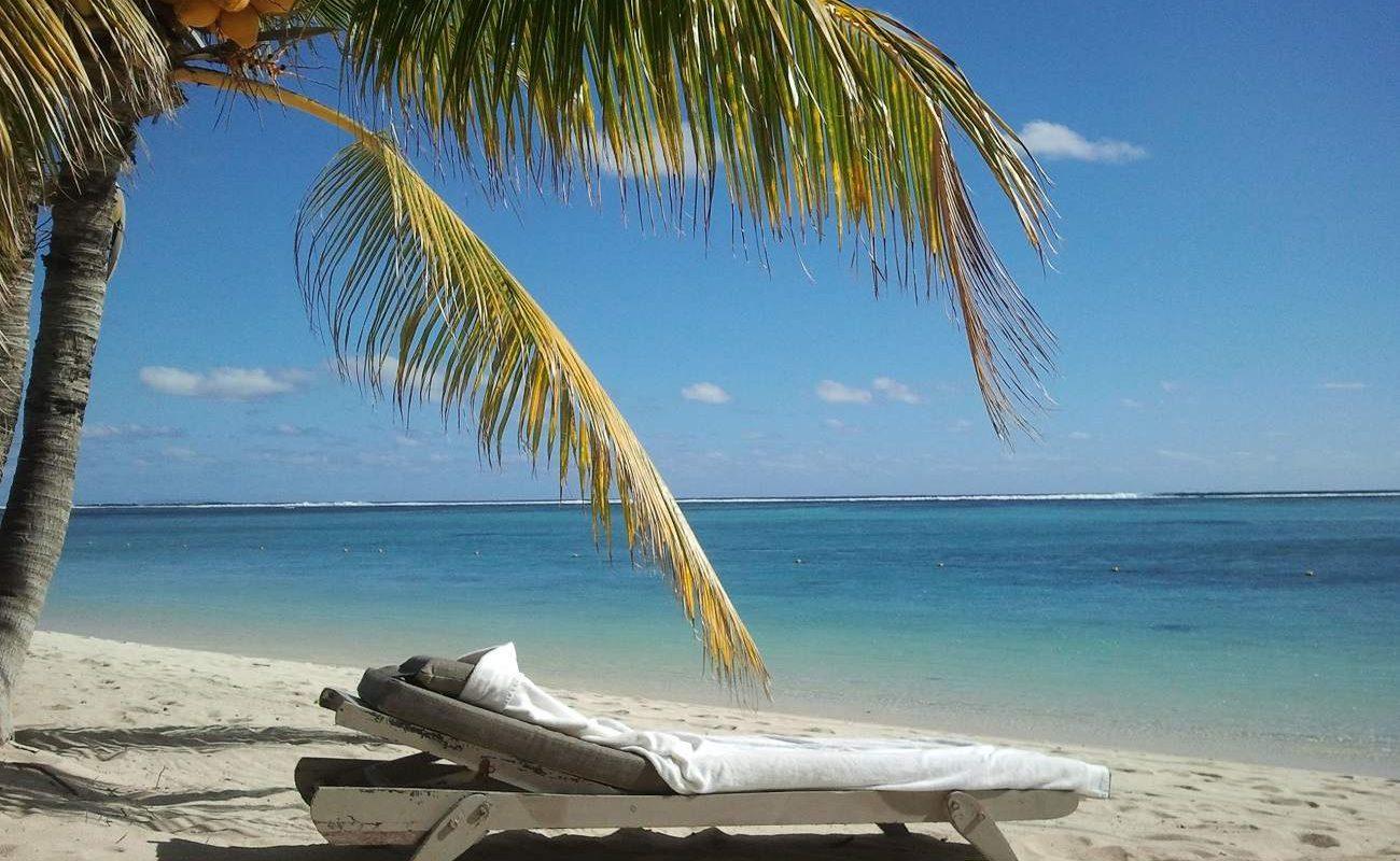 Liegestuhl am Strand des Lux Le Morne
