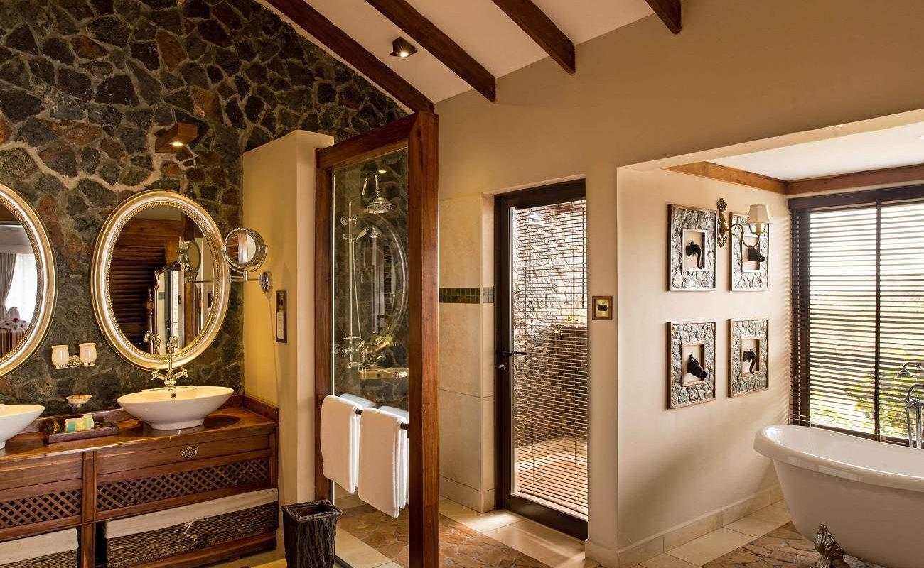 Badezimmer einer Suite in der Ngorongoro Oldeani Mountain Lodge