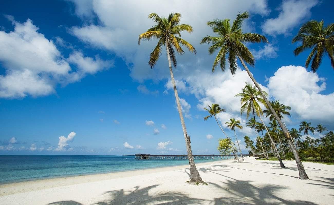 Genießen Sie den weißen Puderzuckerstrand auf der Gewüzerinsel im The Residence Zanzibar mit Genuss Touren