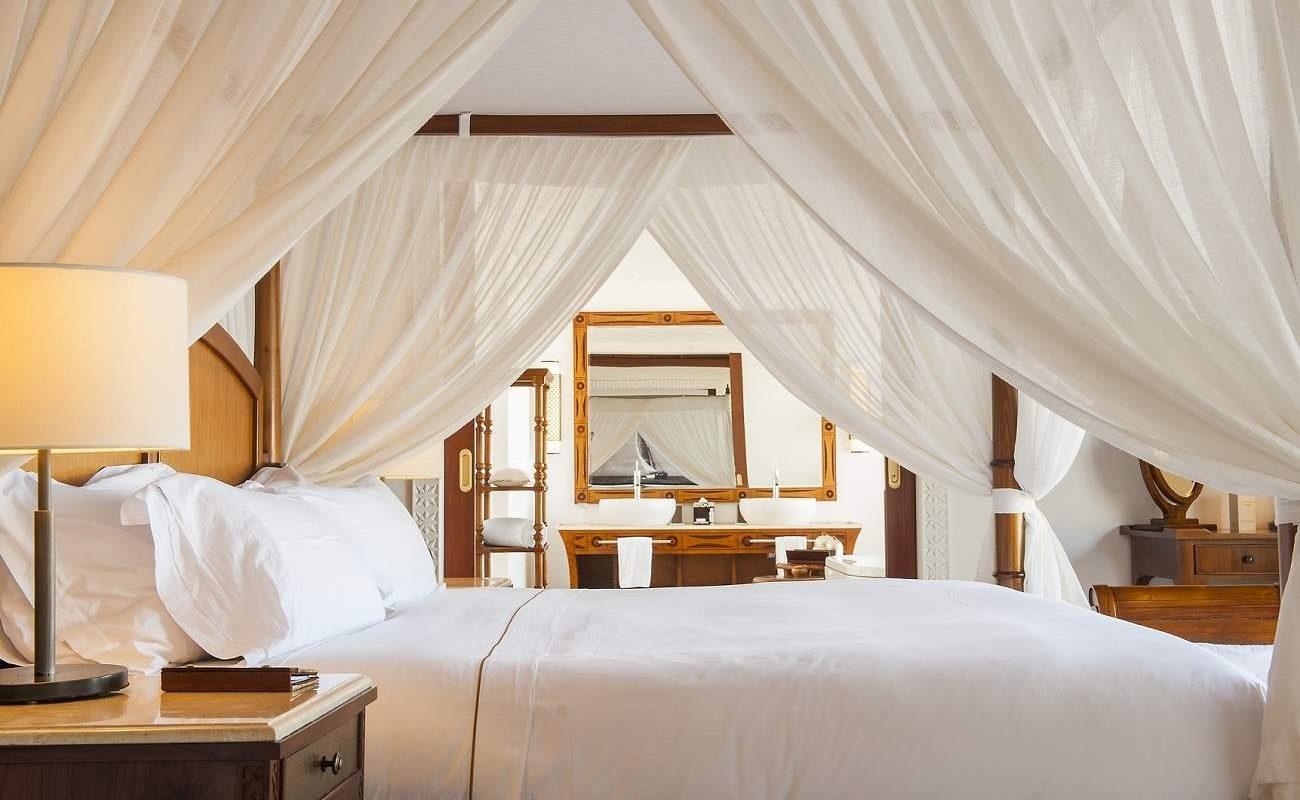 Schlafzimmer einer Villa im The Residence