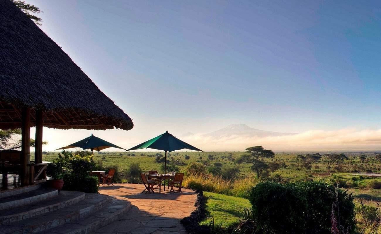 Blick vom Loungebereich des Luxuscamps auf den Kilimanjaro
