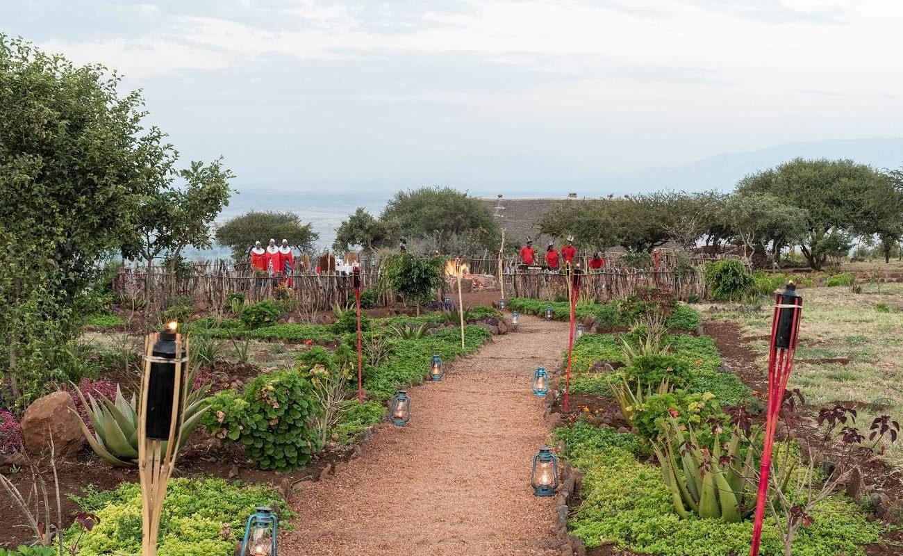 Garten und Boma der Kilimamoja Lodge