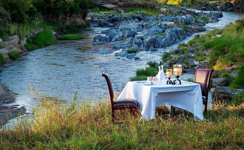 Bush Dinner am Sand River