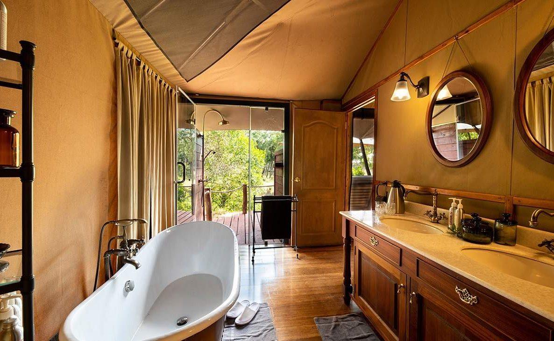 Die luxuriösen Badezimmer des Sand River Mara Camps