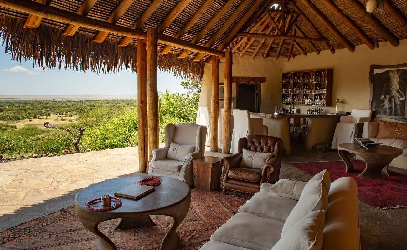 Herrliche Aussichten von der Lounge der Great Plains Lodge in Kenia