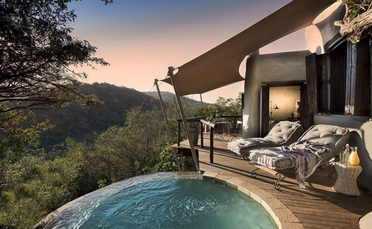 Plungepool einer Suite der Phinda Rock Lodge