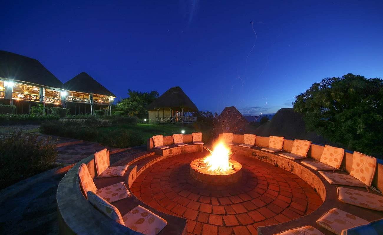 Boma der Crater Safari Lodge