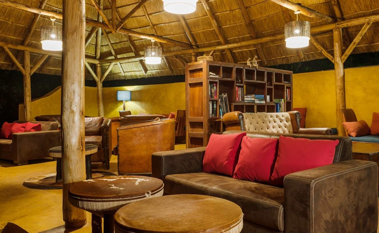 Lounge der Primate Lodge am Kibale