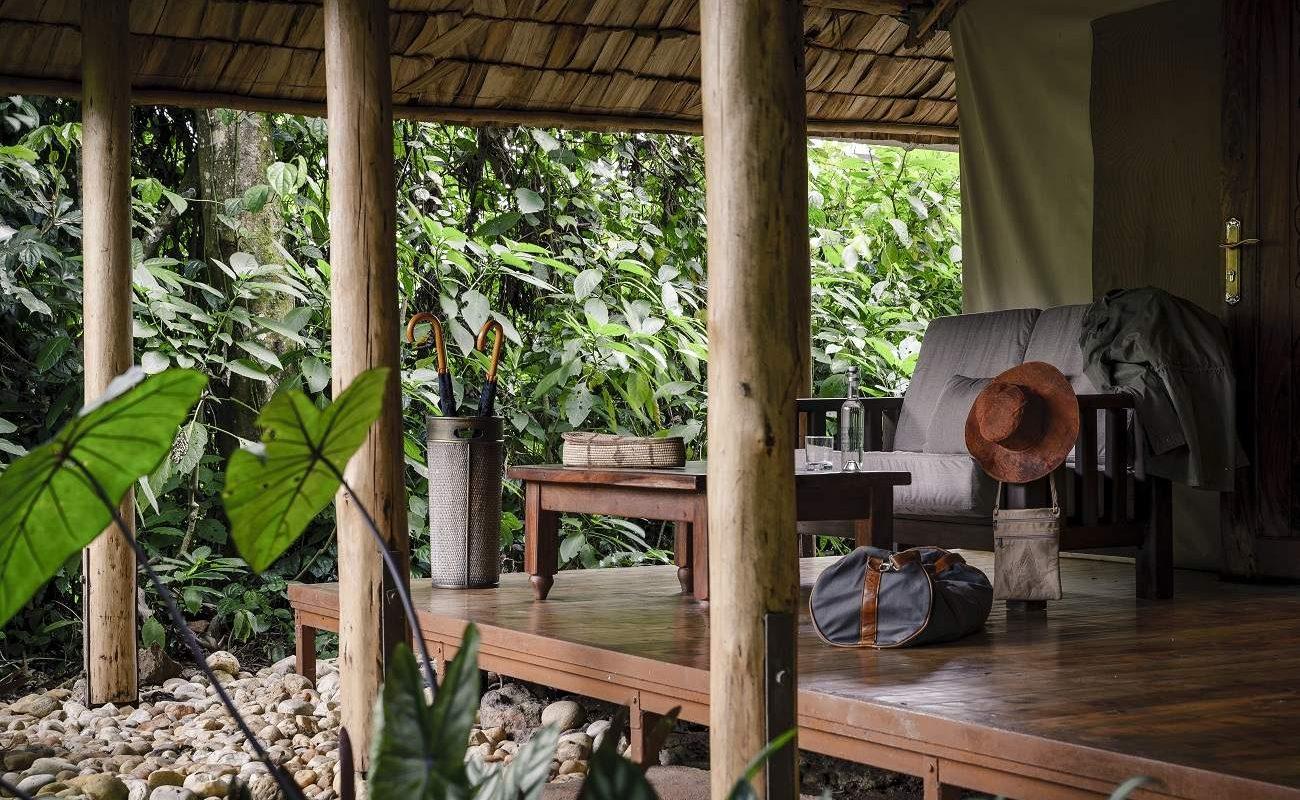 Veranda des Luxuszelt im Sanctuary Gorilla Forest Camp