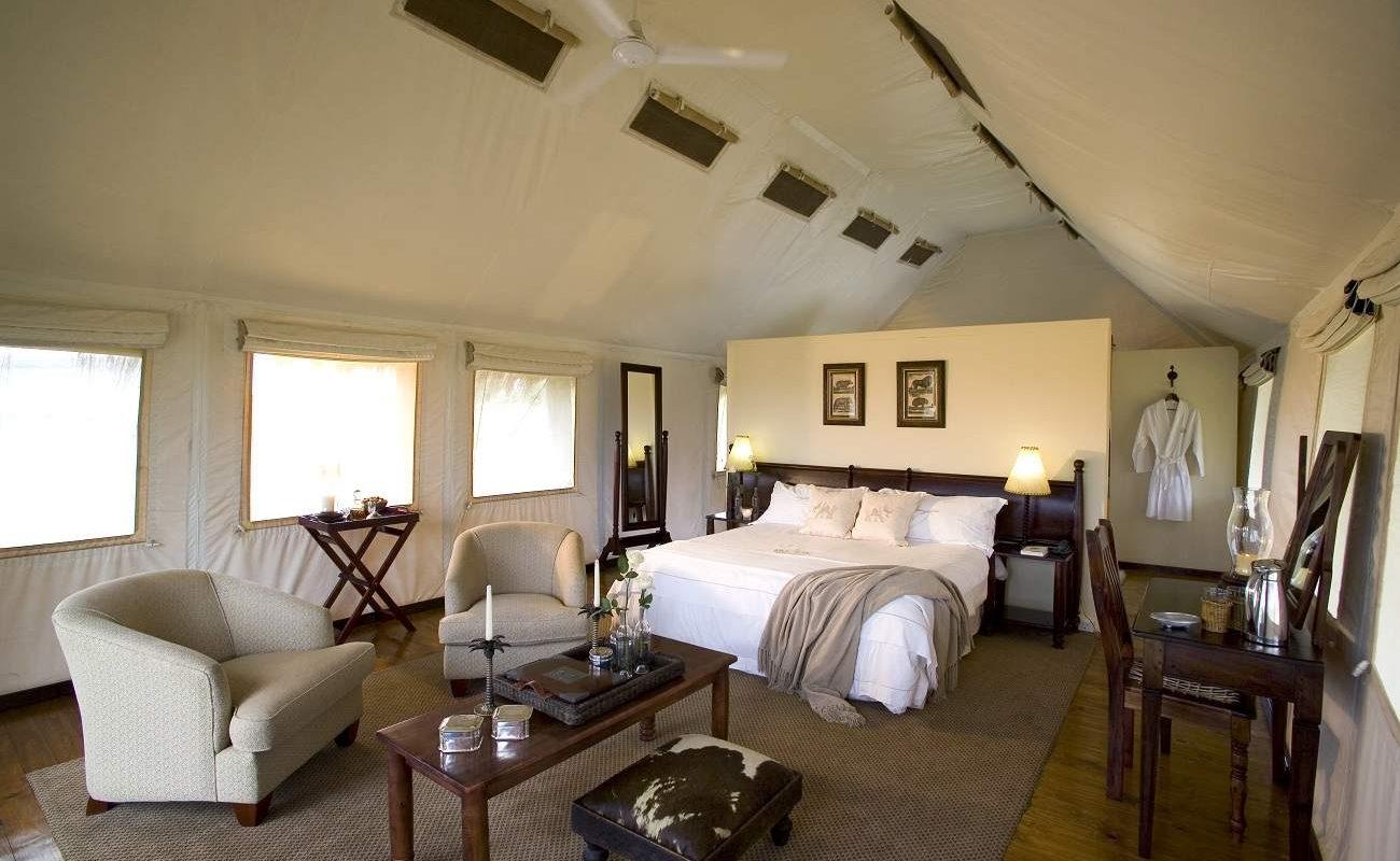 Schlafzimmer eines Luxuszeltes in Gorah