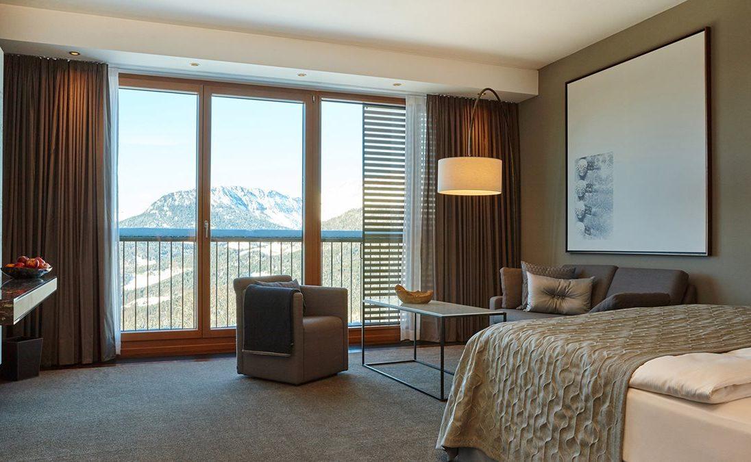 Deluxe Zimmer mit Bergblick im Kempinski Hotel Berchtesgaden