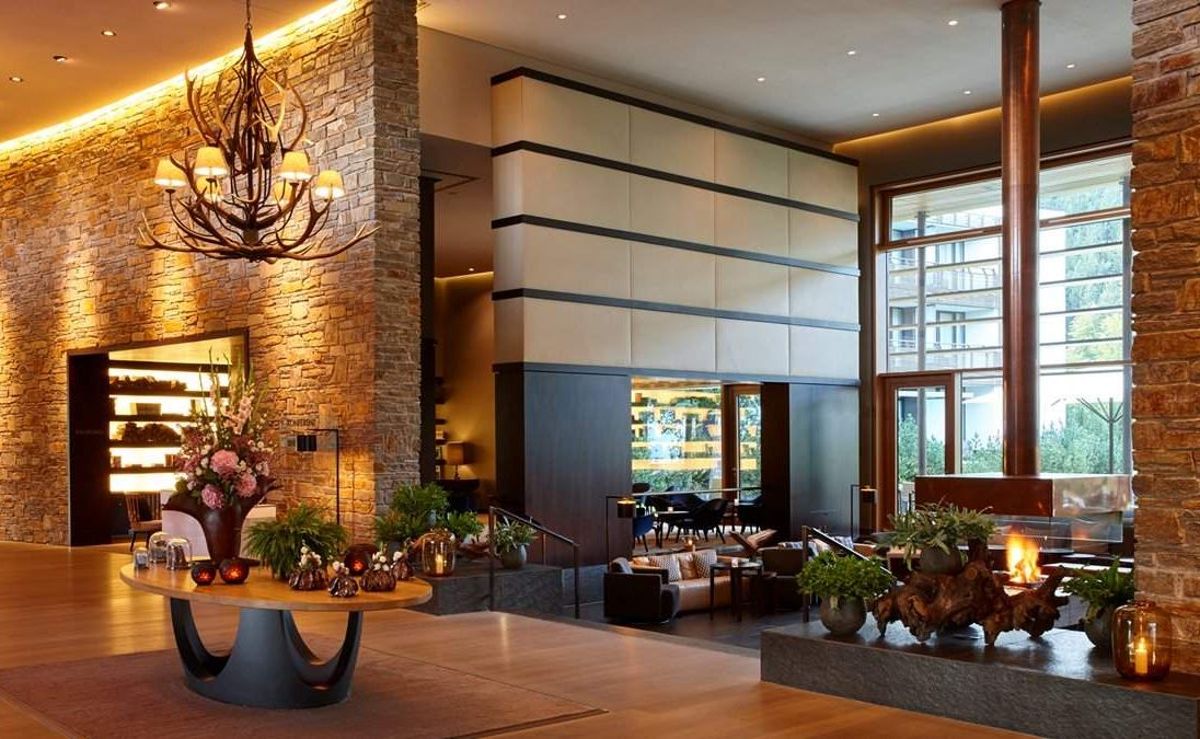 Lobby und Bar im Luxushotel in Berchtesgaden
