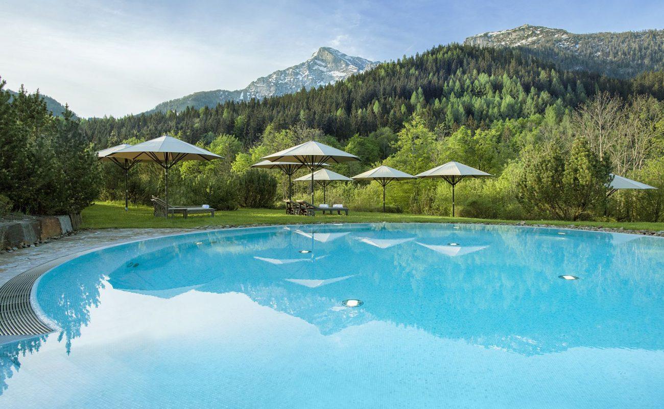 Outdoor Pool des Kempinski Hotel Berchtesgaden