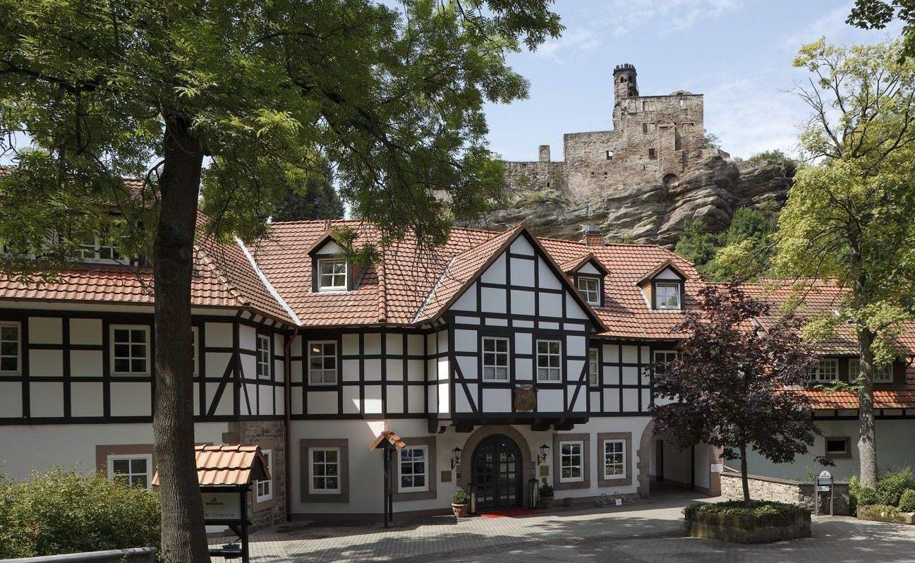 Eingang und Burg des BurgHotels Hardenberg