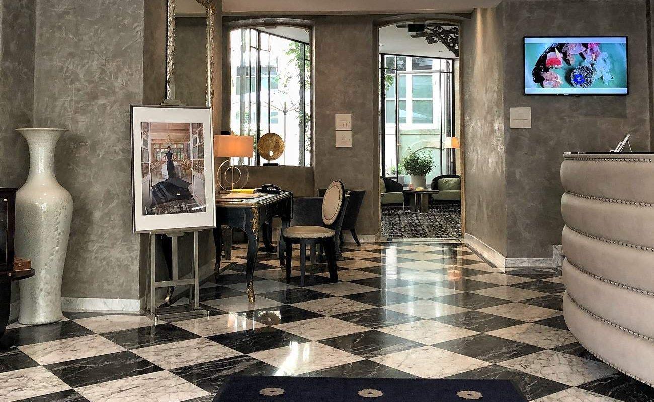 Rezeption des Luxushotels in Luxemburg