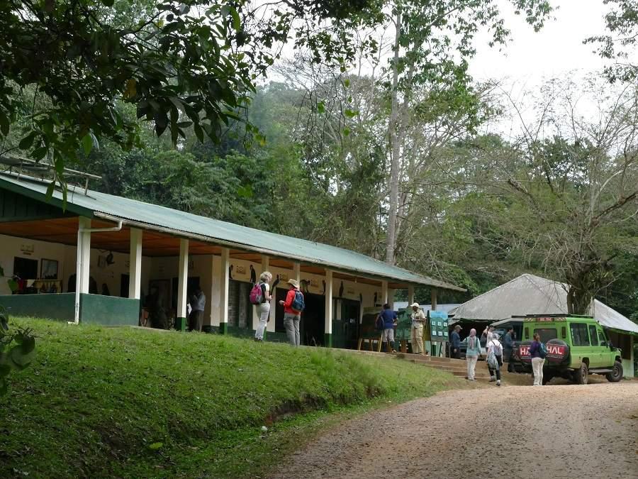 Headquarter Kibale Nationalpark - Briefing Schimpansen Trecking