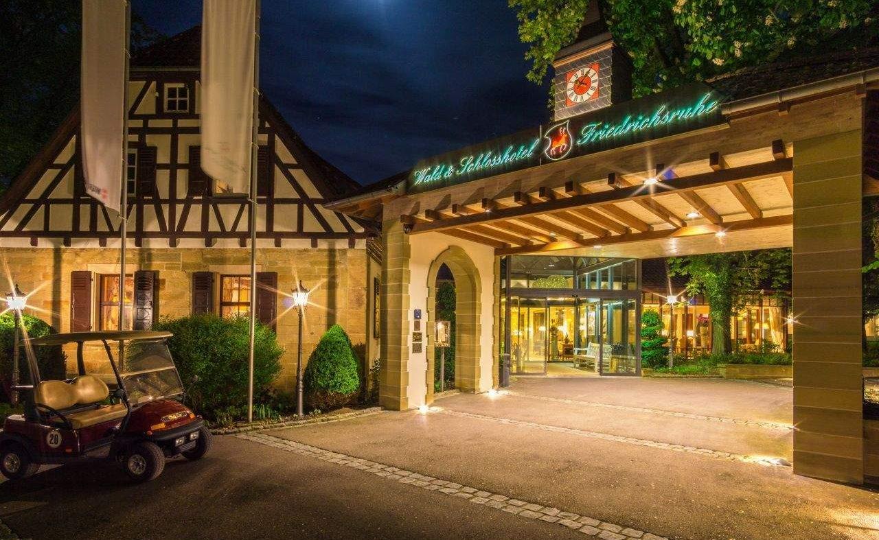 Eingang des Wald- und Schlosshotel Friedrichsruhe