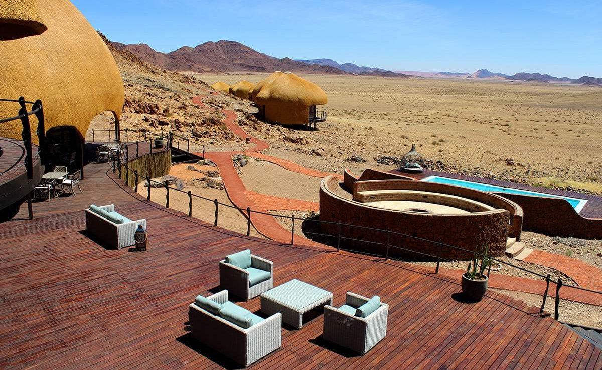 Veranda des Haupthauses der Luxuslodge in der Namib