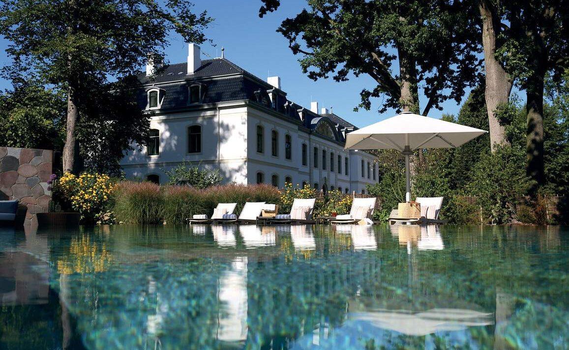 Pool des Luxushotels in Schleswig-Holstein