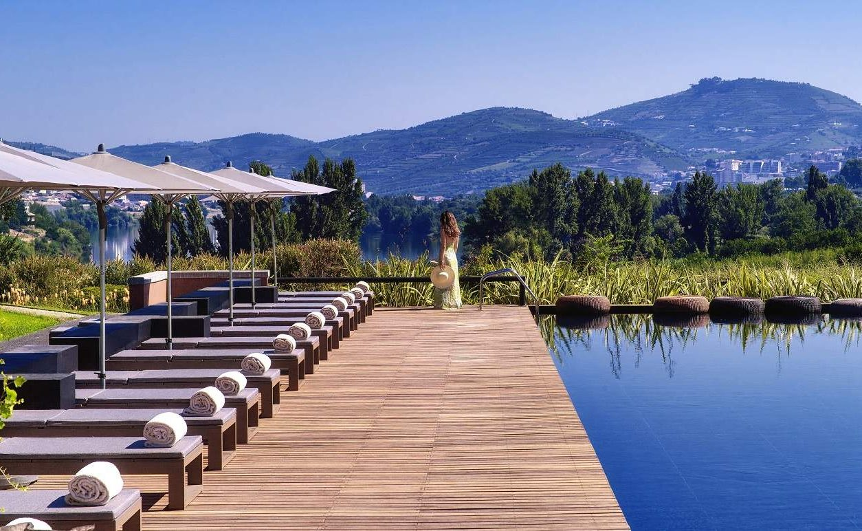 Pool mit Flussblick auf den Douro im Luxushotel