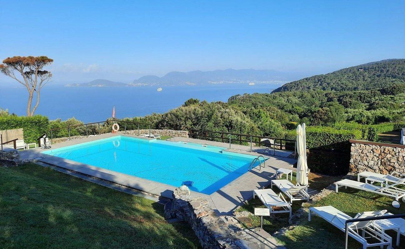 Blick vom Golfo dei Poeti auf La Spezia