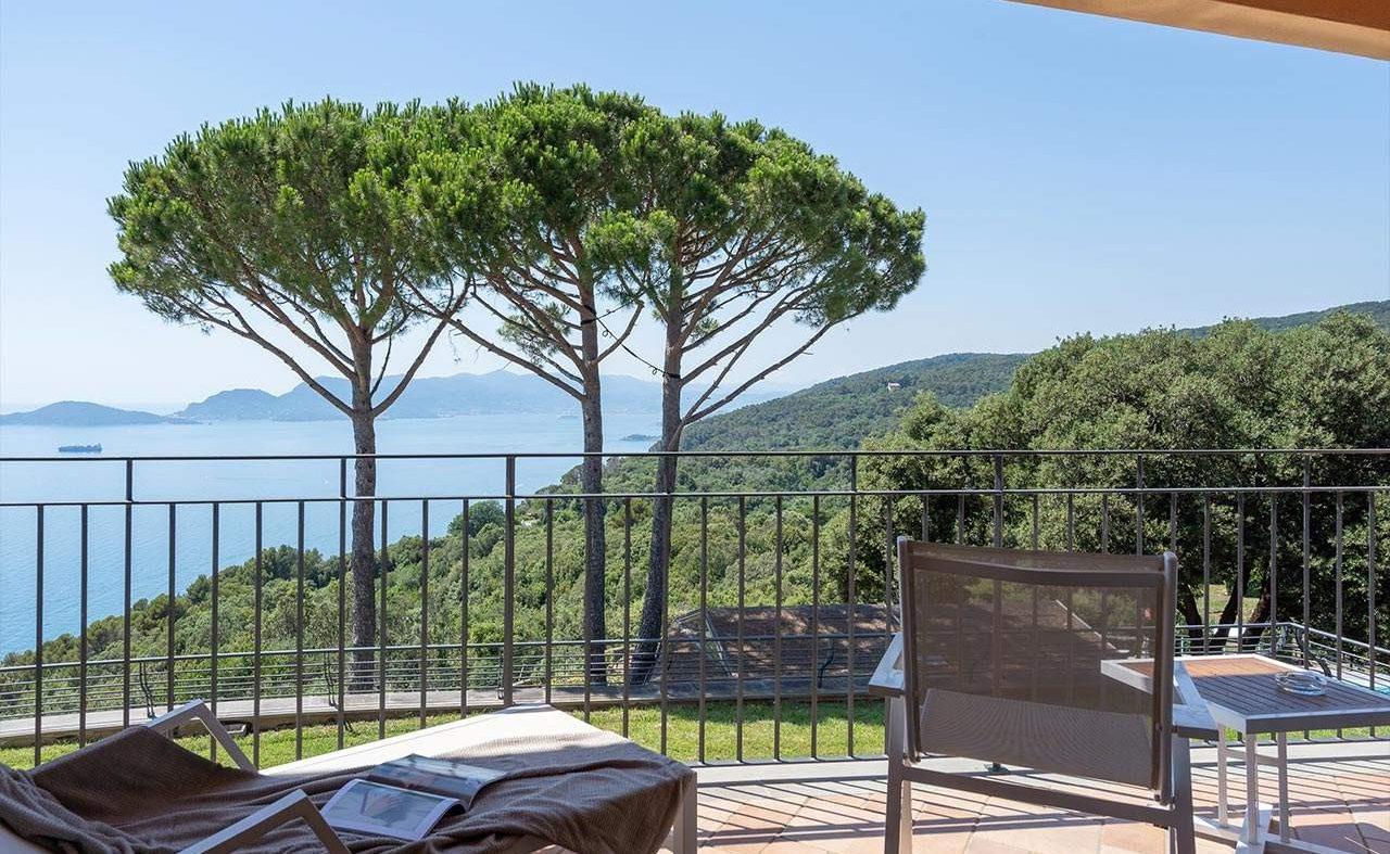 Ausblick vom Balkon eines Prestige Zimmers im Golfo dei Poeti